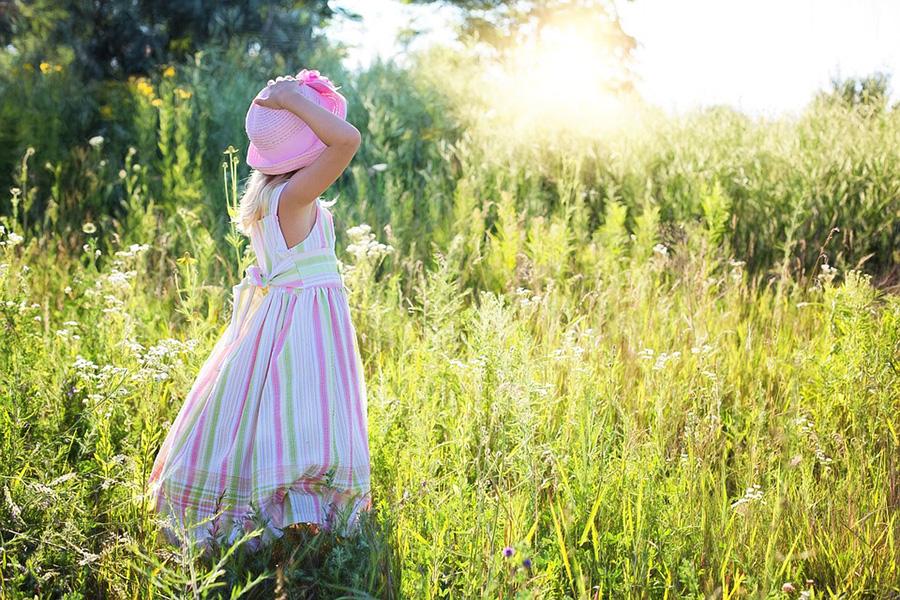 Choisir des vêtements pour une petite fille