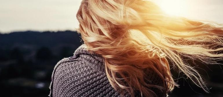 Comment se faire la repousse après une greffe de cheveux?