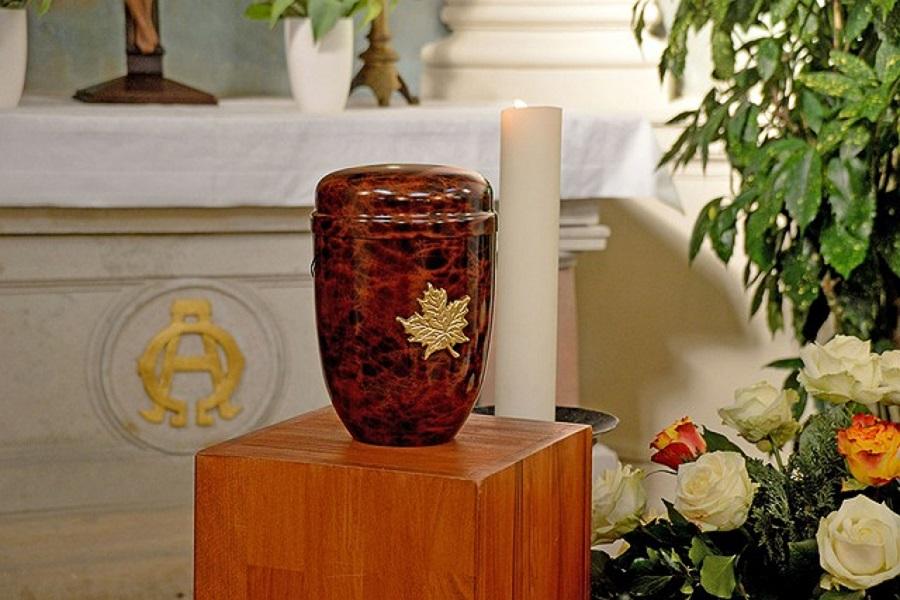 Une urne funéraire originale : quelques informations pour faire le bon choix